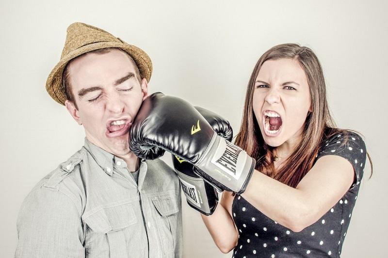 Chiêm bao thấy cãi nhau với anh trai đánh con gì?