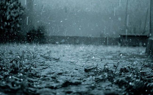 Mơ thấy trời mưa đánh con gì?