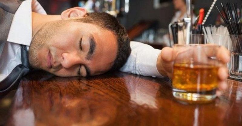 Mơ uống rượu say